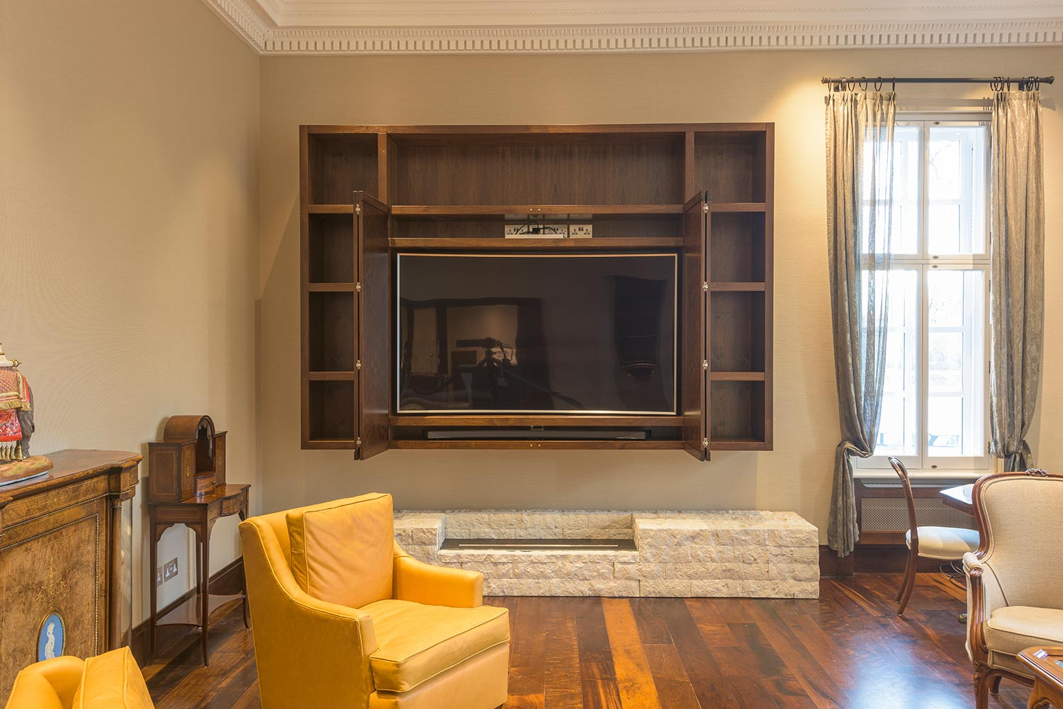 tailored media unit